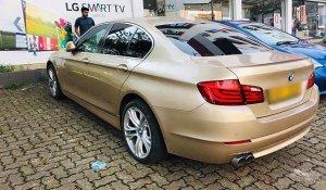 BMW 520d gold colour car-pic.2